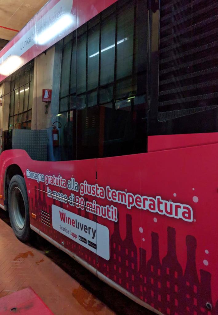 Winelivery - Grafica autobus Milano e Firenze - Laterale claim